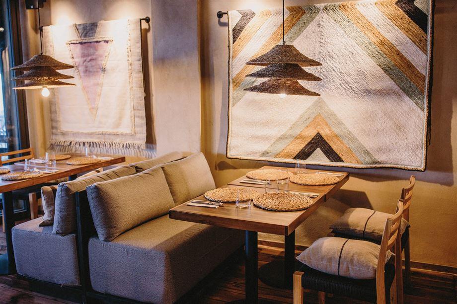 mueble personalizado banco tapizado